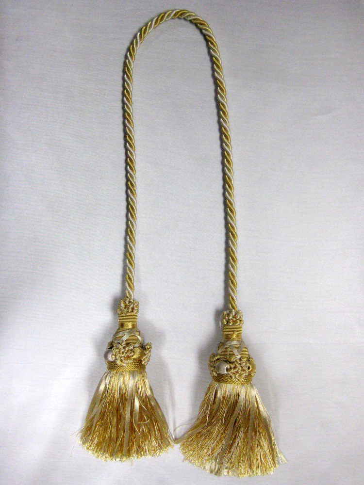 TASSEL LIGHT GOLD